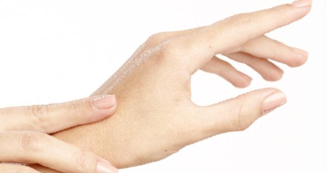 手肌の保湿に水素水1